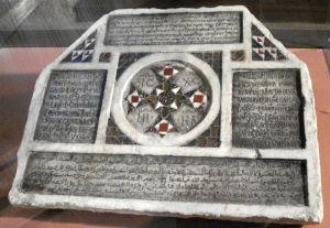 Iscrizione funebre cristiana, datata 1149, in quattro lingue (latino, greco bizantino, arabo ed ebraico), testimonianza della multietnicità della Palermo medievale. Foto di Giovanni Dall'Orto.