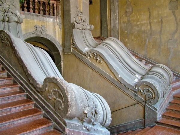Il grandioso scalone del Palazzo Filangeri di Cutò di costagar51