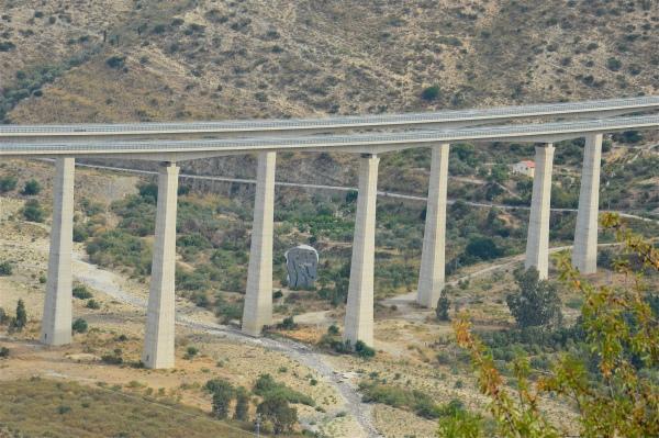 """Sotto il viadotto: """"La materia poteva non esserci"""" di costagar51"""