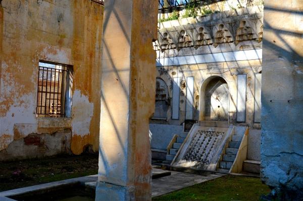 """iwan"" con fontana a Villa Sophia di costagar51"