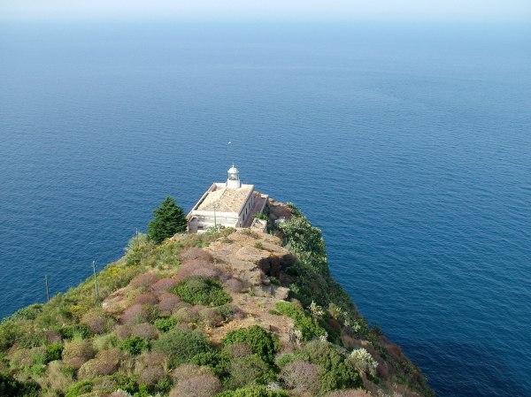 Ustica: Faro di Punta Omo Morto di costagar51