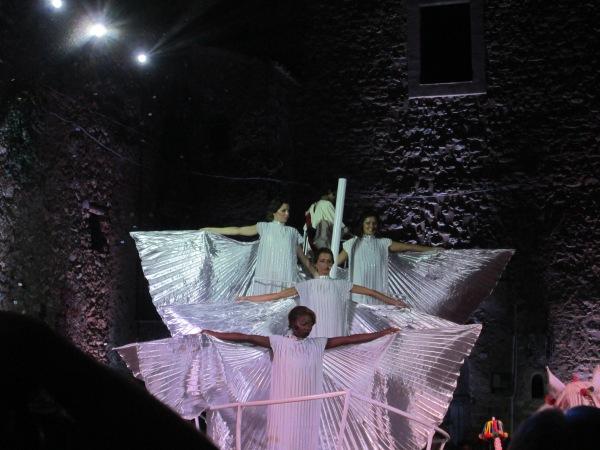 Gli Angeli e San Ciro (piccolo, in alto) sul Carro, nell'Apoteosi del Santo.