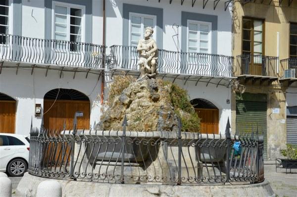 La fontana del Genio di Palermo in Piazza Rivoluzione di costagar51