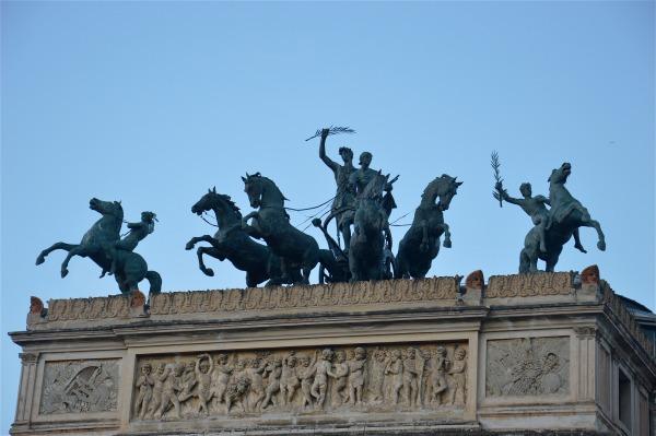 La quadriga di Rutelli e i cavalieri di Civiletti sul Teatro Politeama Garibaldi di costagar51